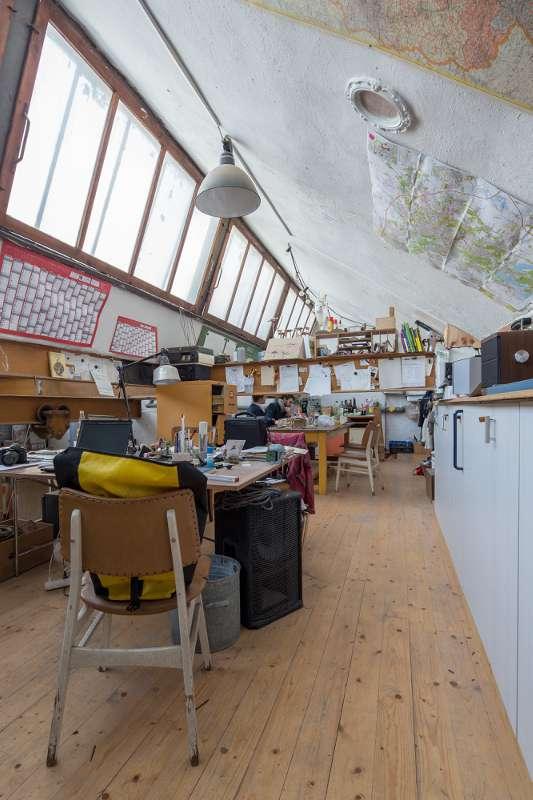 Das Büro und der Besprechungsbereich der Tischlerei.
