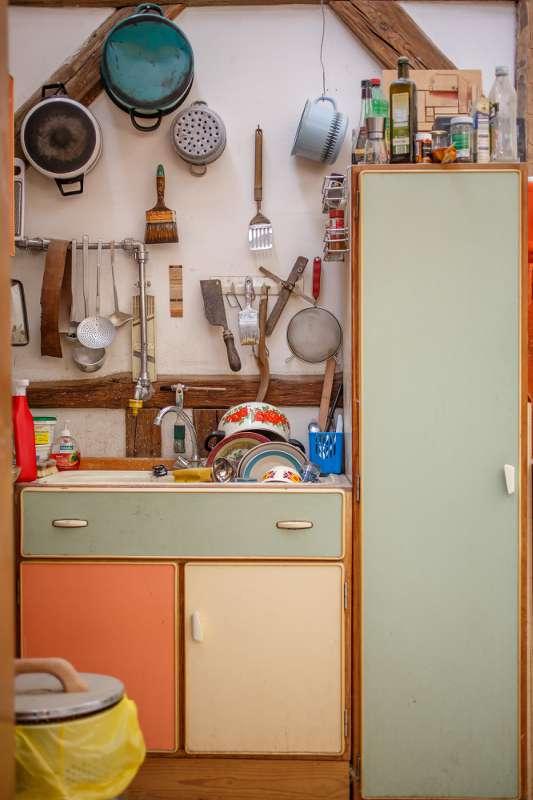 Die Küche im Werkraum der Tischlerei.