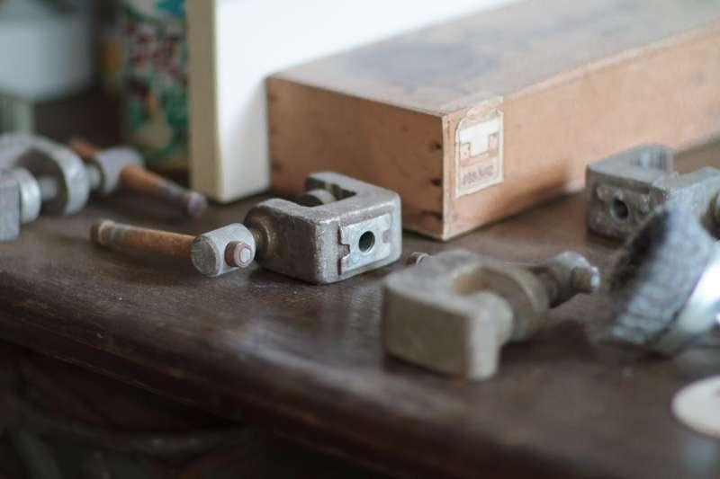 Detailansicht verschiedener Werkzeuge.