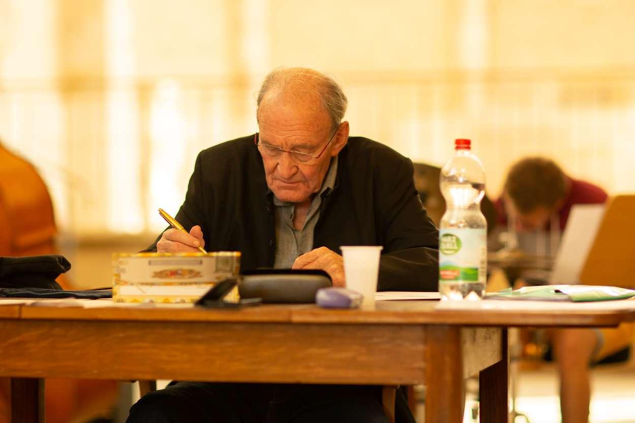 Der deutsche Schauspieler Michael Mendl bei der Generalprobe zu: Luther, Brecht & Frisch und Mendl hat das letzte Wort. Es ist die erstmalige Begegnung dreier Charakterköpfe, die Mendl speziell zu interpretieren weiß.