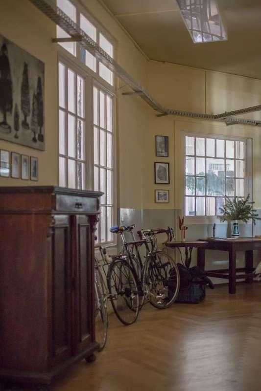 Blick in den Flur der Atelierwohnung von Bertram Haude.