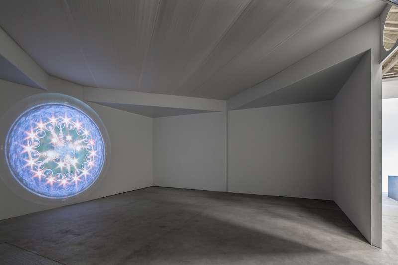 Installationsansicht der Arbeit THE HIDDEN GOD OF FULFILMENT.