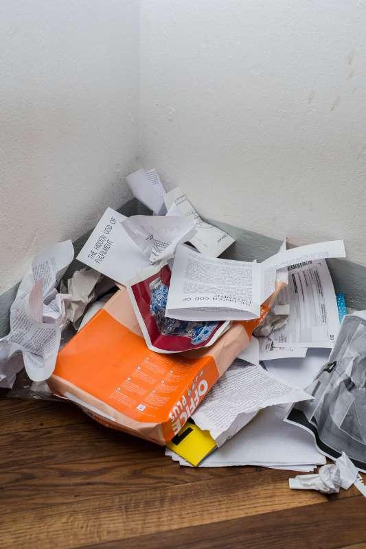 Papiermüll im Atelier von Bertram Haude.
