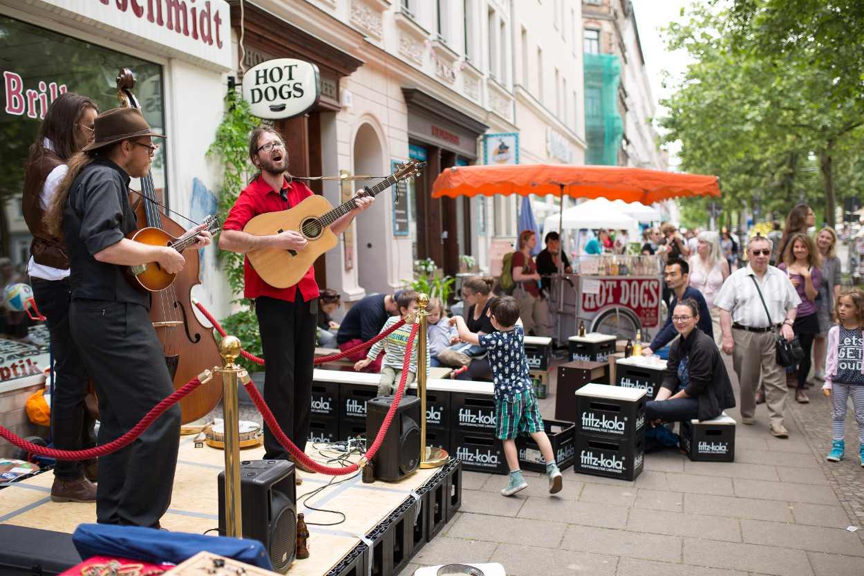 Impressionen des Boheim & Tam Tam Straßenfestes in Leipzig auf der Karl-Heine-Straße.