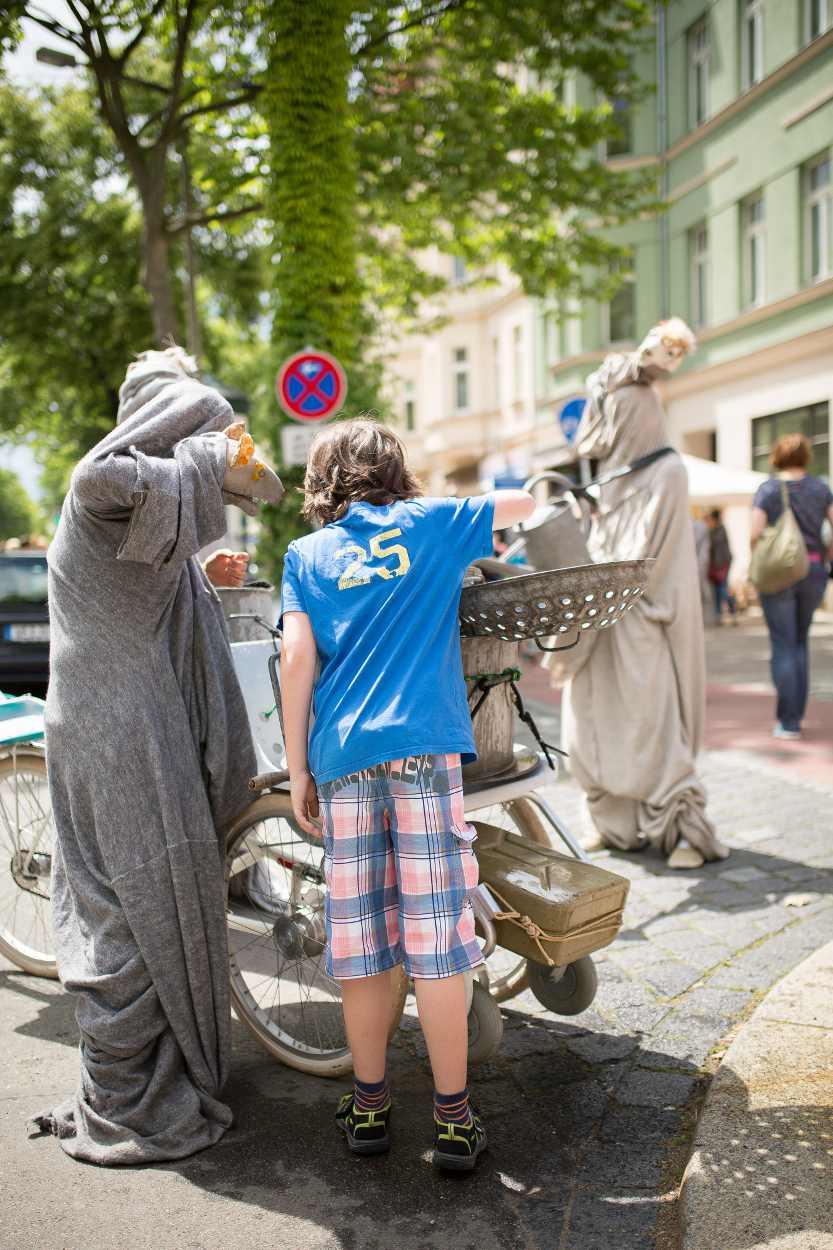 Figurentheater während des Bohei & Tam Tam Straßenfestes in Leipzig.