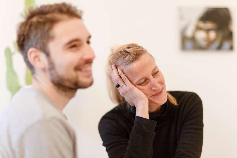 Caro und Paul in ihrer Wohnung in Lindenau.