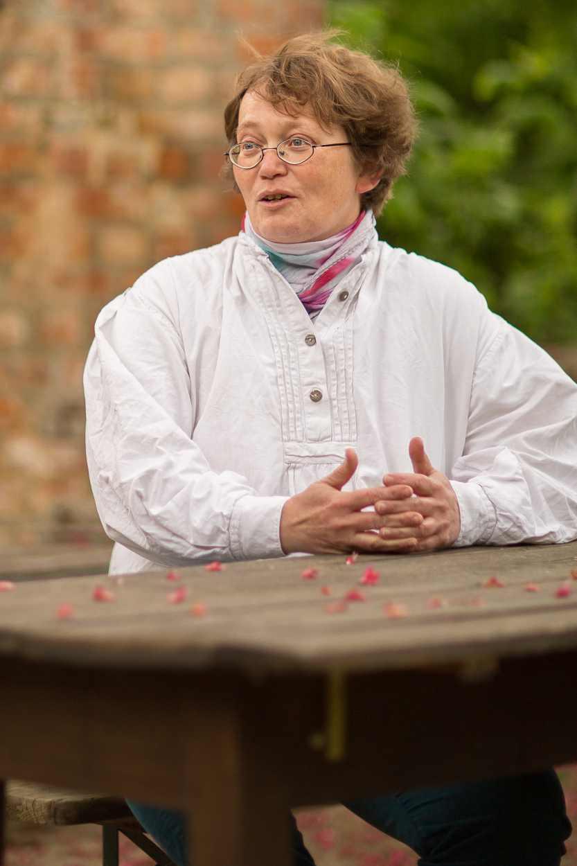 Christina Weiß in ihrem Garten in Leipzig Lindenau.
