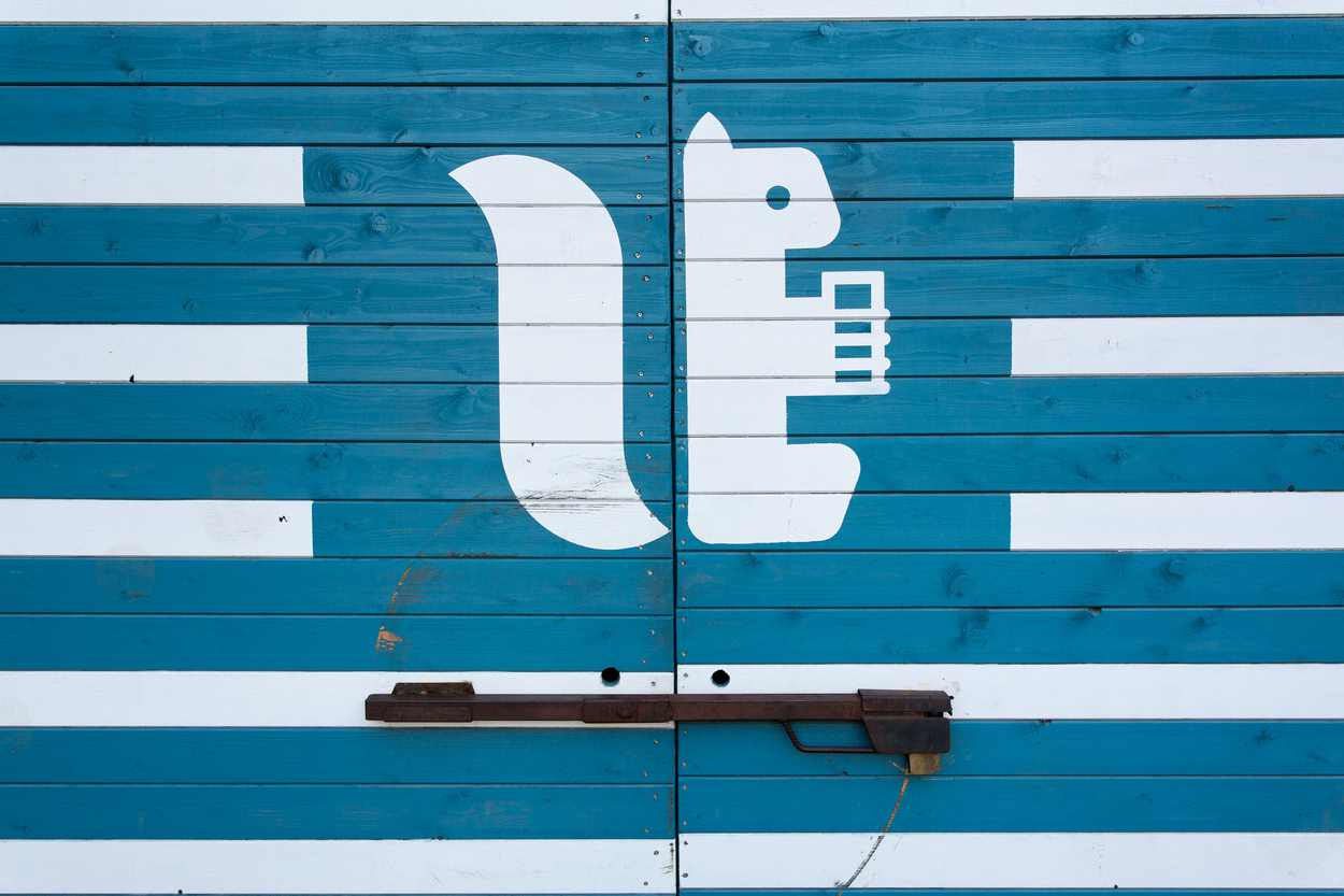 """Das Bildmotiv des Logos ist ein Eichhörnchen, in dem man auch ein """"EL"""" von Egenberger Lebensmittel erkennen kann."""