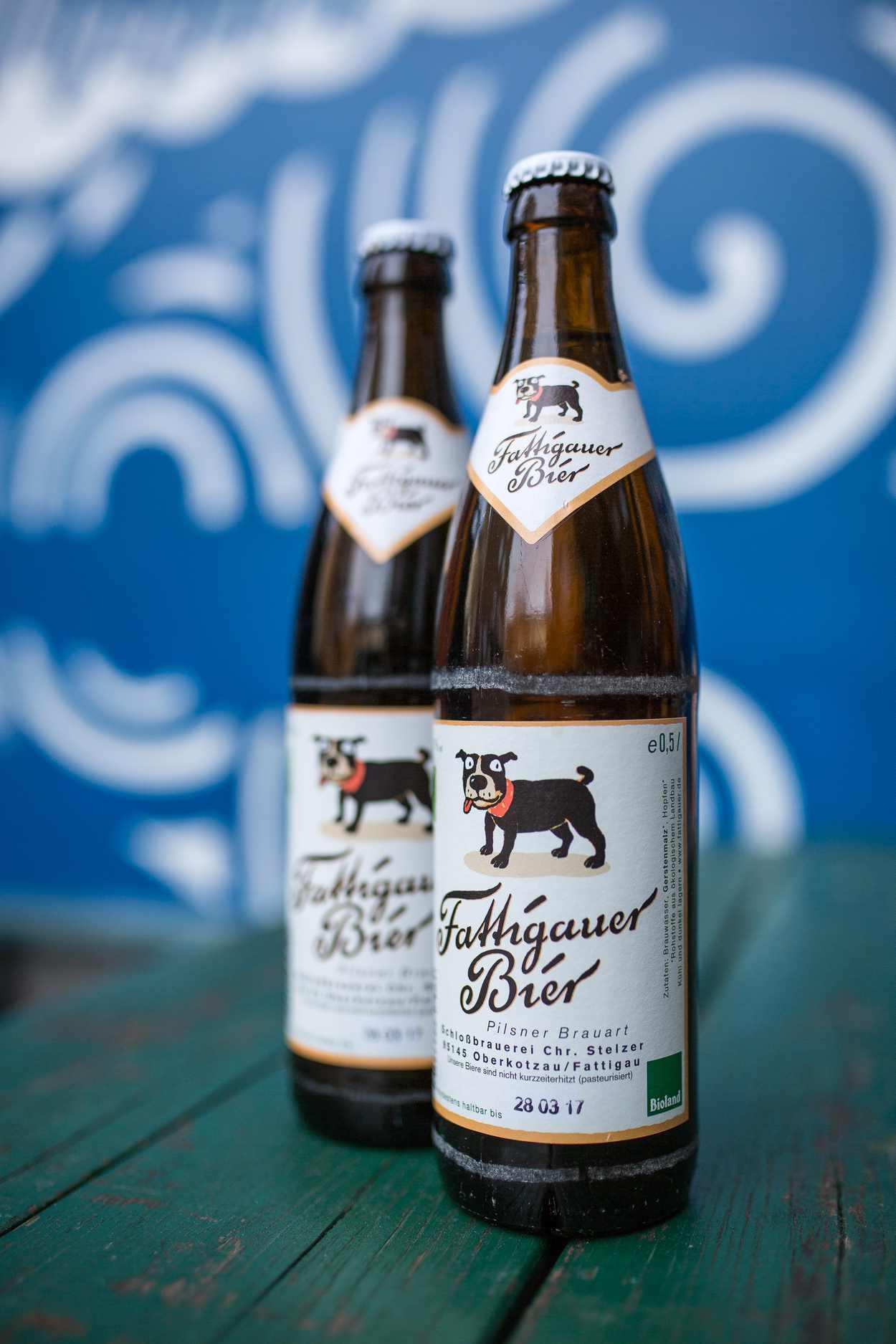 Aufnahme einer Flasche des Fattigauer Bieres.