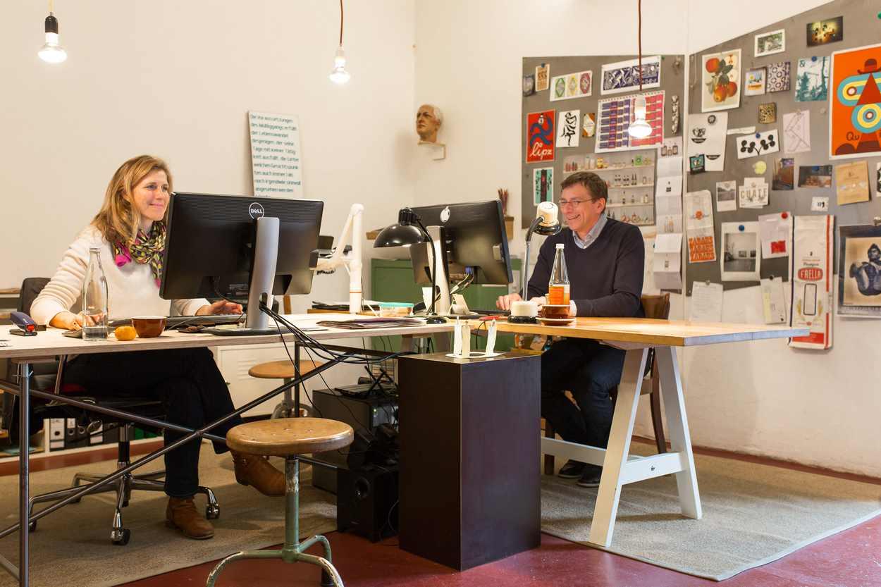 Julia Wolff und Thilo Egenberger in ihrem Büro im Westwerk.