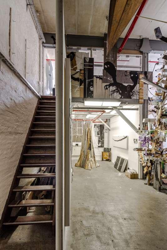 Eine Treppe führt in den oberen Teil.