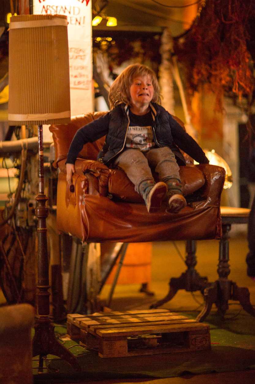 Ein lebendiger Sessel im Bimbotown in Leipzig.