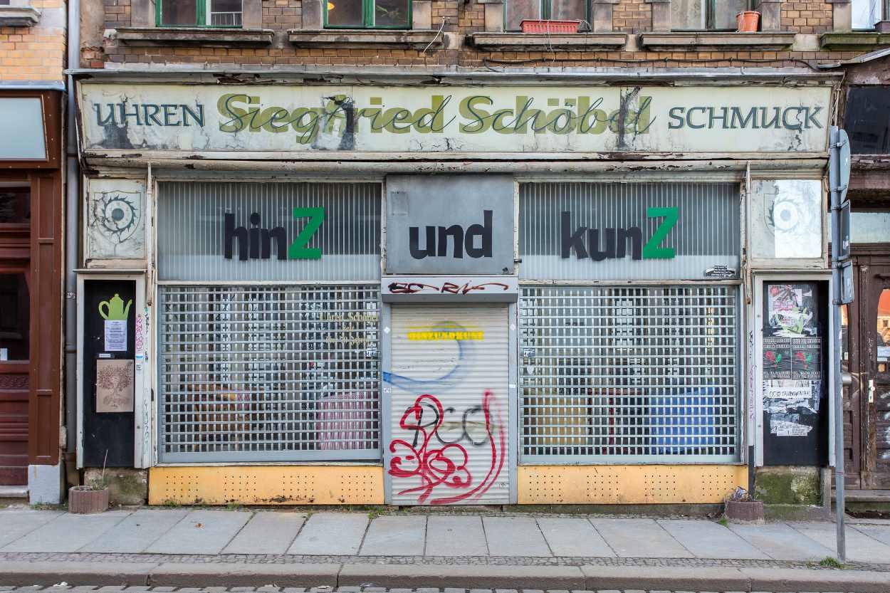 Der Eingang des Hinz und Kunz in der Georg-Schwarz-Strasse in Leipzig Lindenau.