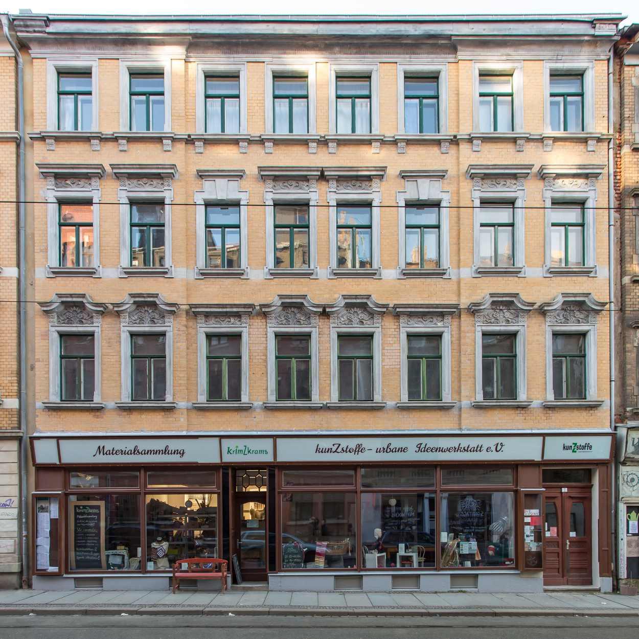 Der Eingang des Vereinsgebäudes von Kunzstoffe auf der Georg-Schwarz-Strasse in Leipzig Lindenau.