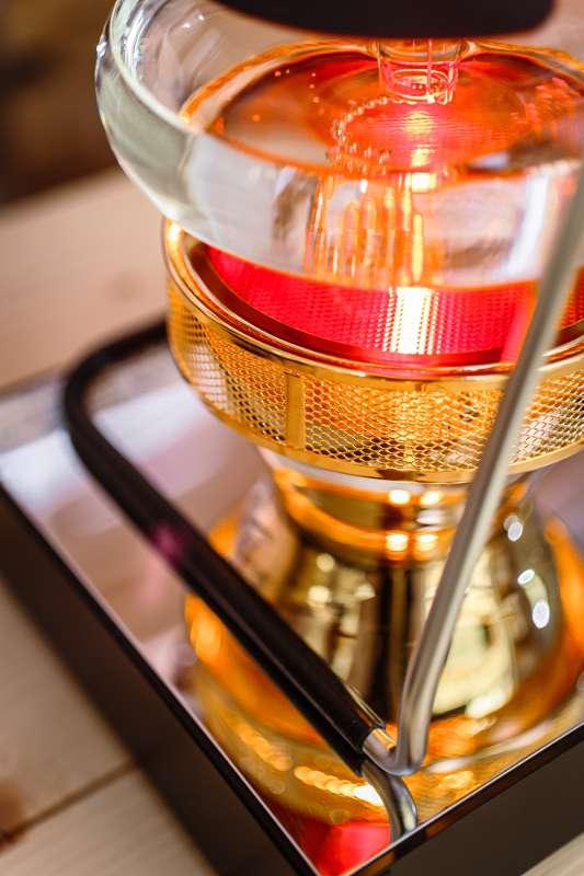 Detailaufnahme eines Siphon zum Aufbrühen von Kaffee