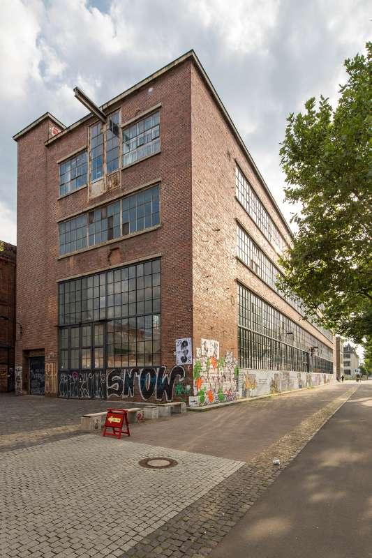 Das Westwerk Leipzig von der Karl-Heine-Straße aus gesehen.