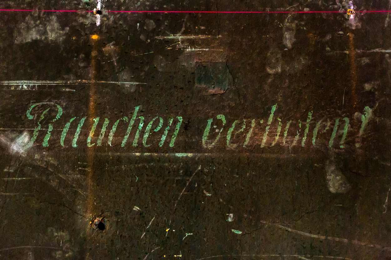 Rauchen verboten. Ein Detail an einer Wand in den Räumen der Schaubühne.