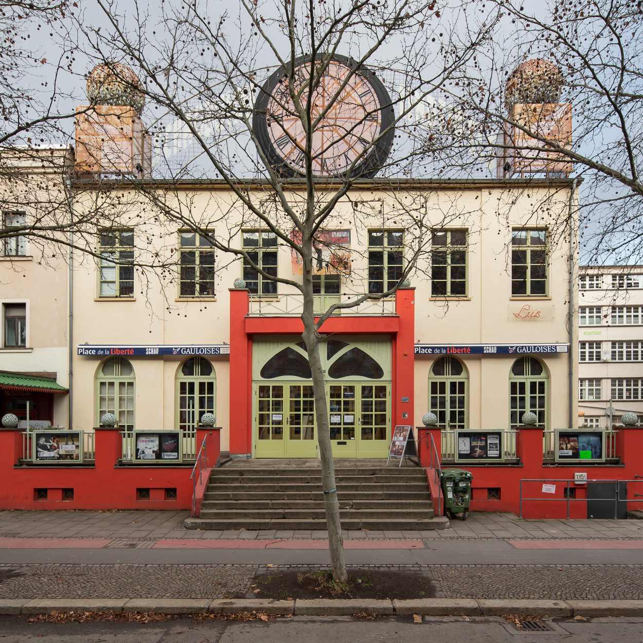 Die Schaubühne Lindenfels liegt an der Karl Heine Straße in Leipzig Lindenau.
