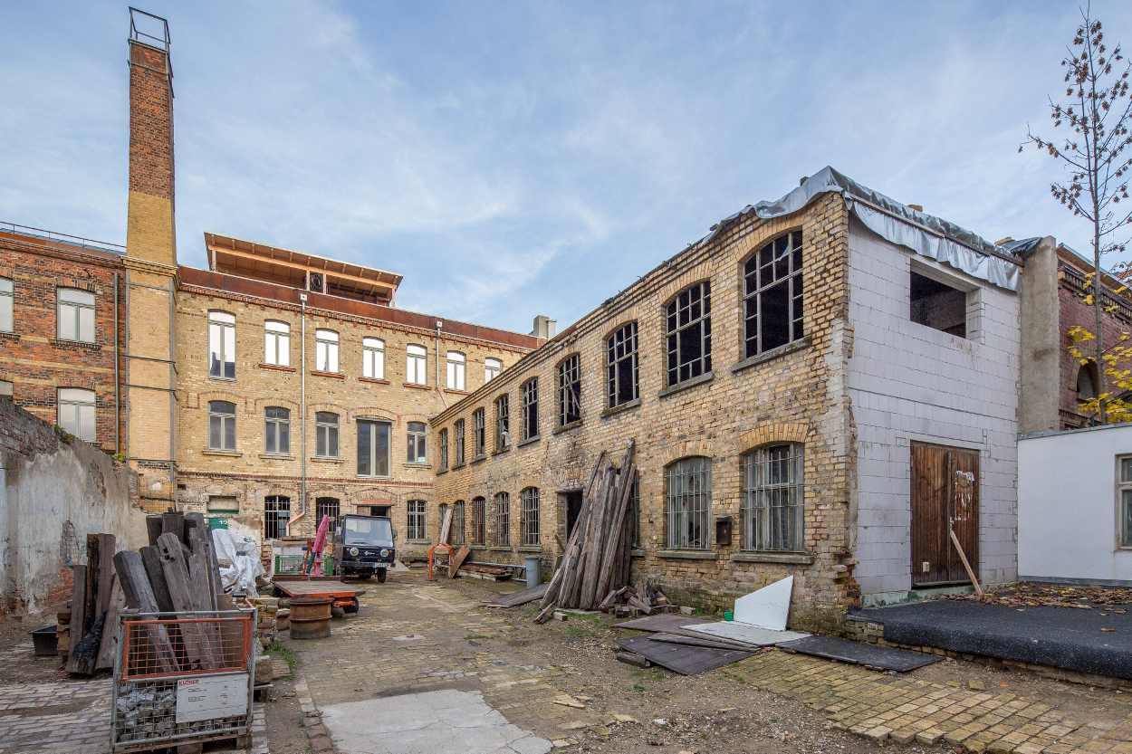 Die Sanierung des ehemaligen Industriegebäudes in Leipzig Lindenau geht langsam aber stetig voran.