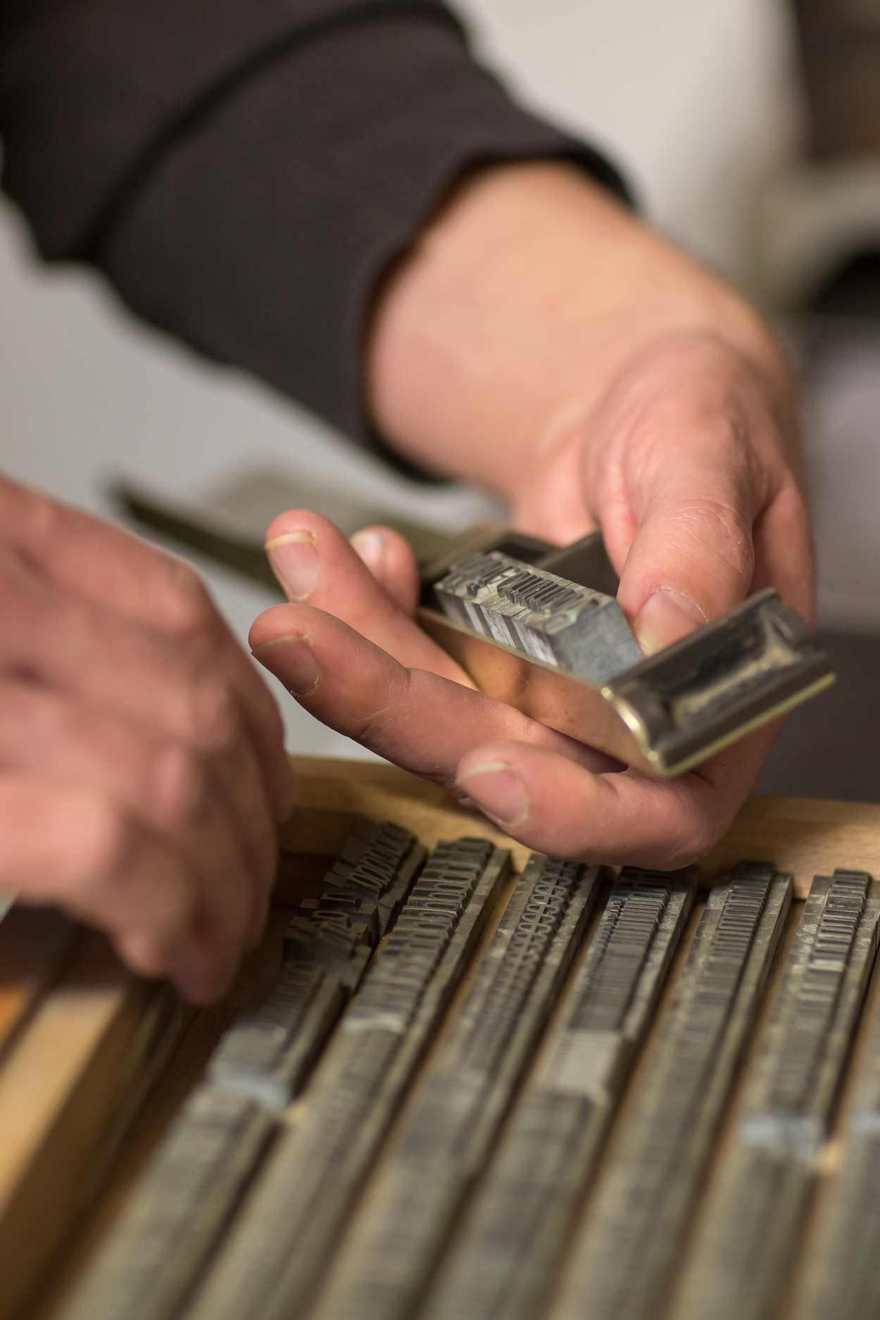 Thomas Siemon bei der Arbeit in seiner Werkstatt in der Baumwollspinnerei Leipzig.