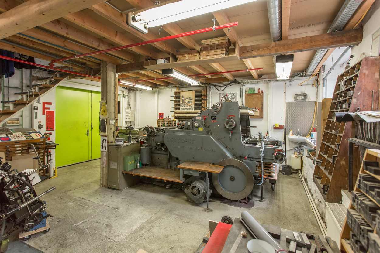 Druckmaschine in der Werkstatt von Thomas Siemon in Leipzig.
