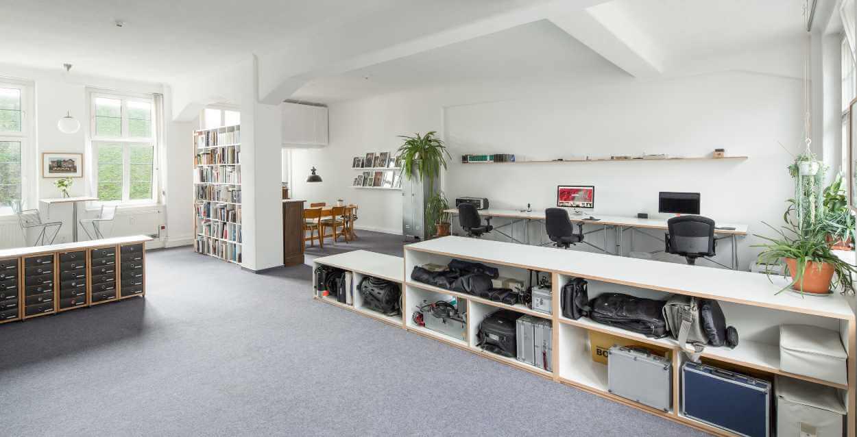 Ein Blick in das Büro von Petra Mattheis und Sascha Nau im ehemaligen Josephkonsum in der Karl-Heine-Straße in Leipzig Lindenau.