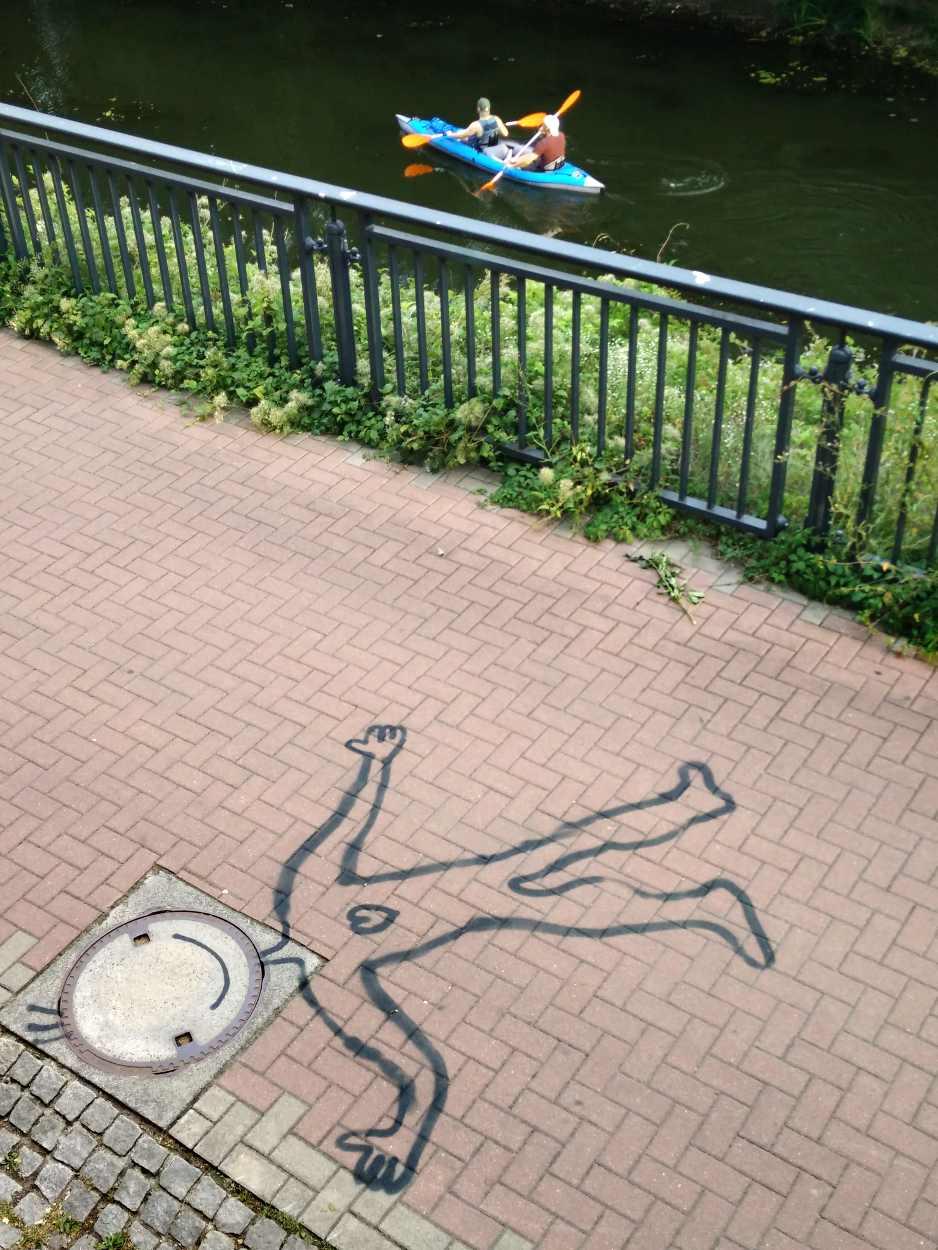 Eine Figur am Karl-Heine-Kanal in Leipzig Lindenau.