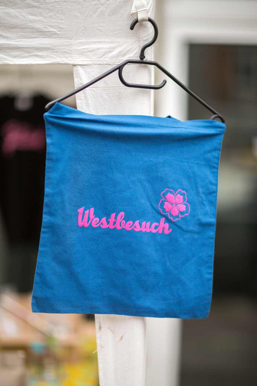 Tasche mit dem Logo des Westbesuchs.