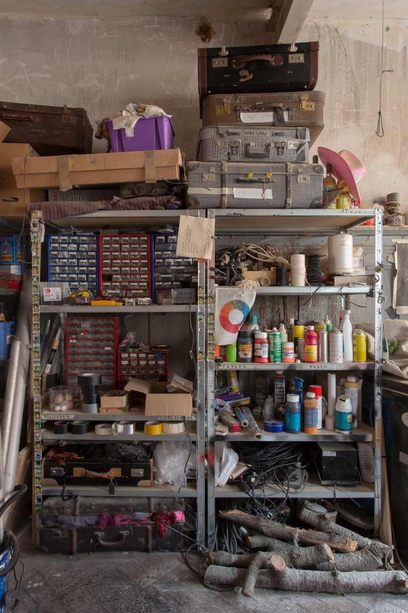 Aufnahme eines Regals in der Werkstatt von Michael Vogel in Lindenau.