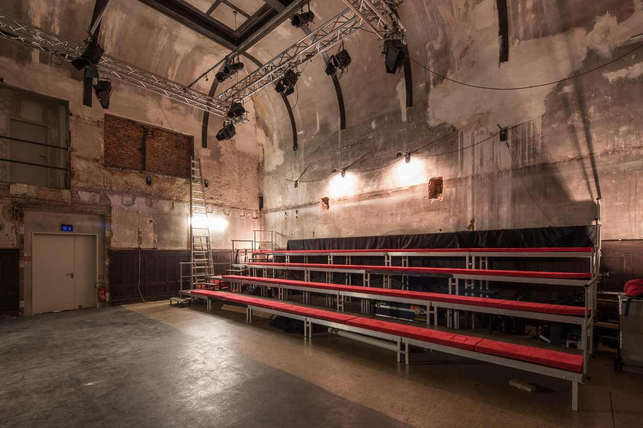 Blick auf die Zuschauertribühne im Westflügel Lindenau.